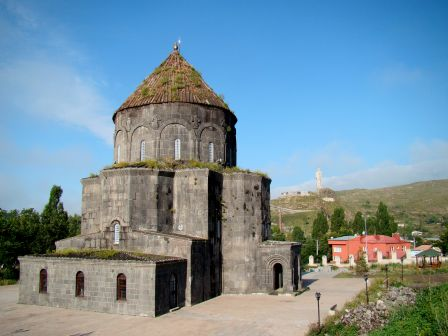 Kars_Church_Of_The_Apostles_2009.JPG